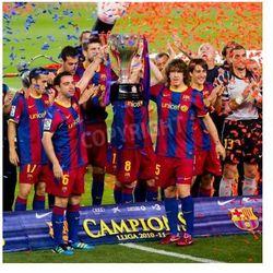 Fototapeta BARCELONA - 15 maja: FC Barcelona świętuje graczy ligi hiszpańskiej Championship Trophy na stadionie Camp Nou