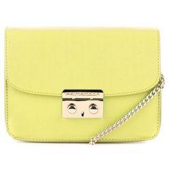 Żółta torebka ze złotym łańcuszkiem