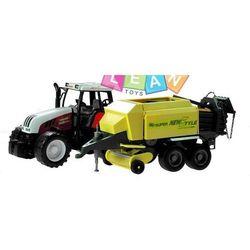 Traktor z maszyną rolniczą
