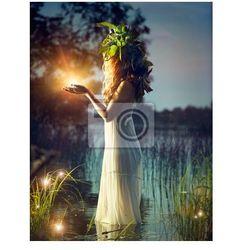 Obraz Fantasy dziewczyna biorąc magiczne światło. Tajemnicza scena nocy
