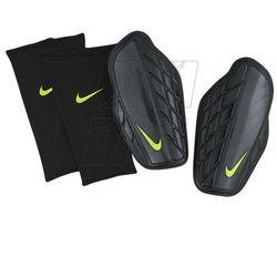 Ochraniacze piłkarskie Nike Protegga Pro M SP0315-010