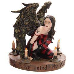 Gotycki Anioł na magicznym pentagramie - figurka