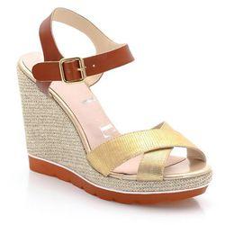 Skórzane sandały na koturnie