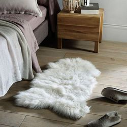Dywanik pod łóżko o wyglądzie baraniego kożucha – Livio